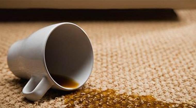 Halıdan Çay Lekesi En Pratik Nasıl Çıkar