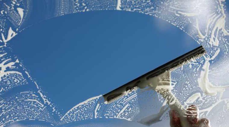 cam balkon temizliği malzemeleri